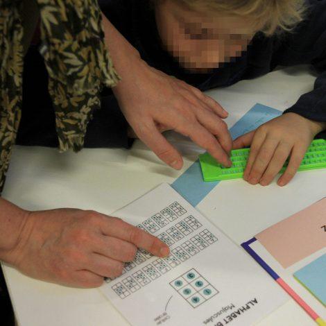 Utilisation de la tablette braille en atelier de sensibilisation