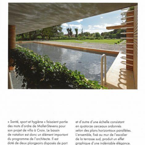 """page extraite du livret d'accompagnement """"Villa Cavrois"""" comprenant une photo du bassin de natation en plein air"""