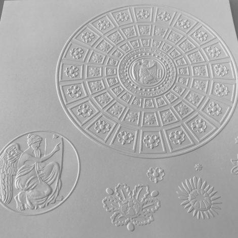 photo détails planche gaufrée tactile représentant un vitrail