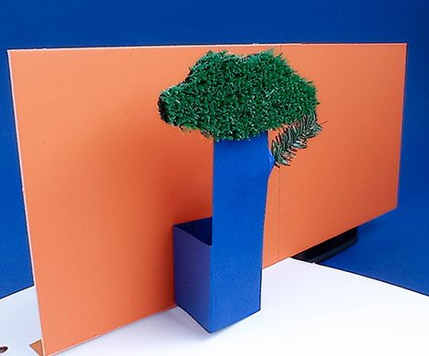 vue de côté pop-up arbre avec un long mur
